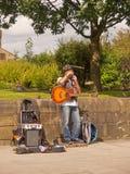 Busking musiker royaltyfri bild
