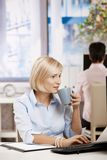 Busnesswoman drinking coffee Royalty Free Stock Images