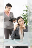 Busnesswoman tlaking on mobile Royalty Free Stock Photography