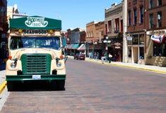 Buss för gammal stil för sight i Deadwood, South Dakota arkivfoton