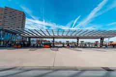 Buss/gångtunnel/station Amsterdam Noord, Nederland arkivbild
