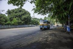 Buss i Kolkata, Indien Arkivbild