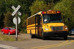 Buss på korsningen Royaltyfri Bild