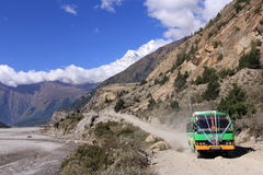 Buss på vägen Royaltyfri Foto
