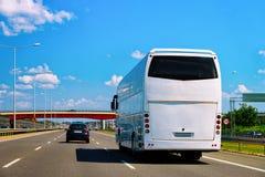 Buss på vägen Polen royaltyfri foto