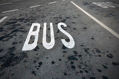 Buss som endast parkerar Fotografering för Bildbyråer