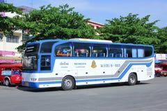 Bussa ingen 8-003 av det thailändska regerings- bussföretaget Arkivfoton