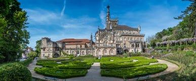 Bussaco宫殿, Luso,葡萄牙庭院全景  库存照片