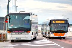 bussar arkivfoton