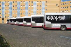 Bussar i linje Arkivfoton