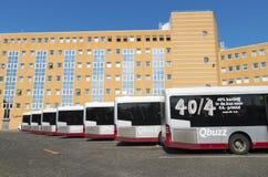 Bussar i linje Arkivbilder