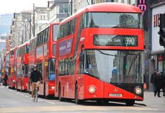 Bussar London röda för dubbel däckare Arkivbild