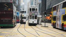 Bussar och trafik i det centrala området Hong Kong arkivfilmer