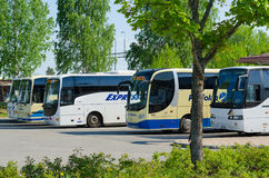 Bussar på den Joensuu bussstationen, Finland Arkivfoto