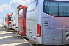 Bussar på parkering Arkivbild