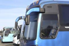 bussar som parkerar turisten Arkivbild