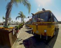 Bussar som transporterar besökare till den Los Angeles County f luften i Pomona Royaltyfria Foton