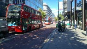 Busse in London stockfotos
