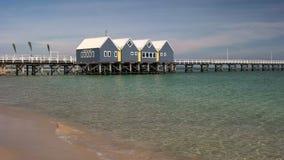BUSSELTON, zachodnia australia, AUSTRALIA LISTOPAD 9, 2015: ranku widok busselton jetty prawie 2km długi zdjęcia stock