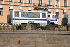 Bussen av gruppen av polisen av en special avsikt på basen av bilen KamAZ-43114 petersburg saint Royaltyfria Bilder