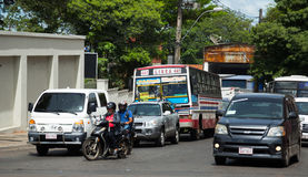 Bussen bij de straten van Asuncion royalty-vrije stock afbeeldingen