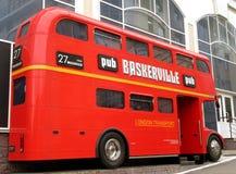 Bussen från London till Penza royaltyfria foton
