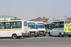 bussen het parkeren stock foto's