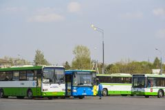 bussen het parkeren royalty-vrije stock foto