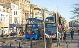 Bussen op de Straat van de Prinses, Edinburgh. stock foto's