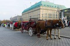 Bussen op Pariser Platz royalty-vrije stock afbeelding