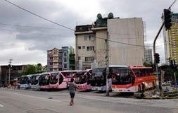 Bussen over lange afstand bij de post in Manilla, Filippijnen royalty-vrije stock fotografie