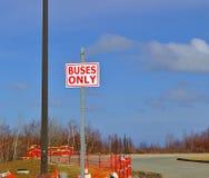 Bussen slechts teken royalty-vrije stock foto