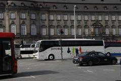 BUSSEN TURNERAR BESÖKAREN PÅ 1ST MAJ DAGEN Royaltyfri Fotografi