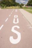 Bussfil som markeras på asfalt Arkivbild