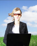 bussiness vrouw die aan computer werkt Stock Fotografie