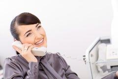 bussinesswoman говорить телефона стоковая фотография rf