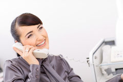Bussinesswoman talking on phone Royalty Free Stock Photography
