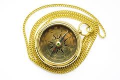 Bussola dell'oro di stile vecchio con la catena Immagine Stock Libera da Diritti