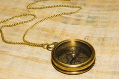 Bussola dell'oro di vecchio stile Immagini Stock Libere da Diritti