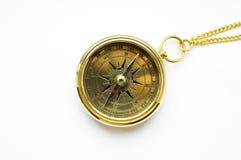 Bussola dell'oro di vecchio stile con la catena Fotografia Stock Libera da Diritti