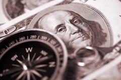 Bussola e soldi Fotografia Stock Libera da Diritti
