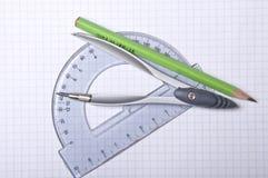 Bussola, goniometro e matita fotografia stock