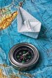 Bussola marina antiquata su una mappa topografica Fotografia Stock Libera da Diritti