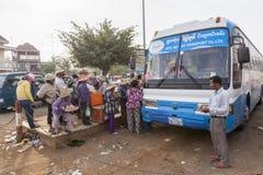 Bussstation i Cambodja Arkivfoton