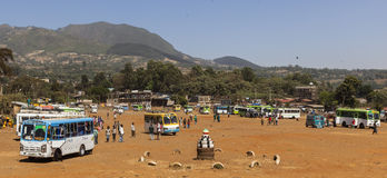 Bussstation i Sodo Kollektivtrafiken i Etiopien undre ver Royaltyfria Bilder