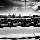 Bussstation Konstnärlig blick i svartvitt Arkivbilder