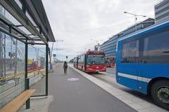 Busstation en bussen op Stadsgardskajen royalty-vrije stock fotografie