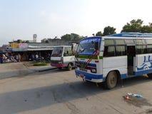 Busstation in Katmandu, de Straten van Thamel stock afbeeldingen