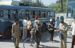 Busstation. Para salida que espera. Fotos de archivo