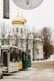 Busstop in dorp Stock Afbeeldingen